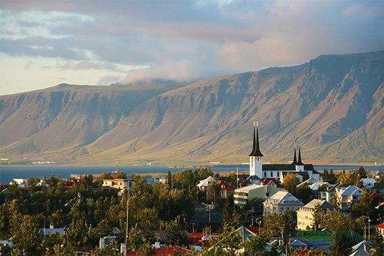 יורדים מהספינה ברייקיאוויק, איסלנד