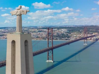 'גשר 25 באפריל' (25 de Abril Bridge), ליסבון, פורטוגל