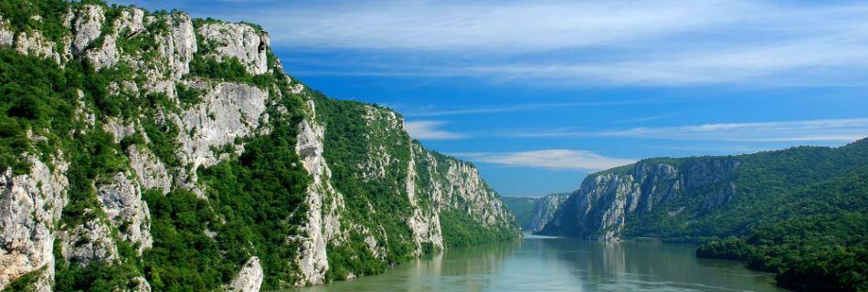 קניון שערי הברזל - קטע ממסלול הנהר דנובה העובר בגבול רומניה עם סרביה