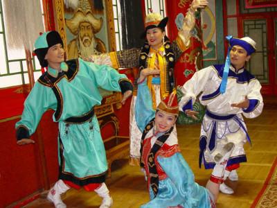 מופע פולקלור באולן בטור, מונגוליה
