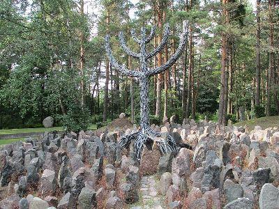 אתר השמדת יהודי ריגה בעיר רומבולה, לטביה