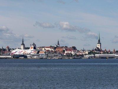סיור חוף פרטי מודרך בטאלין | טיול יום פרטי מבית אותנטיקו למגיעים בהפלגה לטאלין, אסטוניה