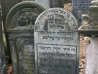 בית הקברות היהודי בוורשה, פולין