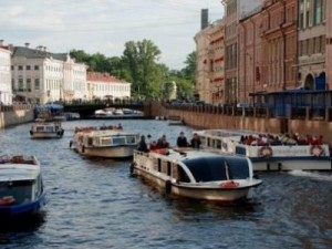 שייט בנהרות והתעלות בסנט פטרסבורג