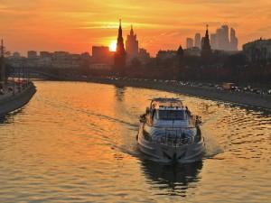 שייט בנהר מוסקבה ביאכטה של The Radisson Royal Flotilia