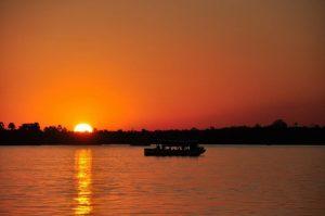 שייט על נהר הזמבזי (Zambezi), אפריקה