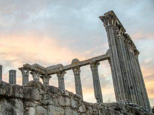 המקדש הרומאי (Roman Temple of Évora), אבורה, פורטוגל