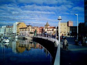 חיחון (Gijón), ספרד